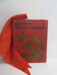 "Soviet children's encyclopedia ""Our homeland"". Vintage russian book. Pioneer tie. Soviet propaganda. USSR 1970s"