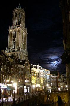 De domtoren van Utrecht. Als kind keek ik vanuit mijn slaapkamerraam op de dom.
