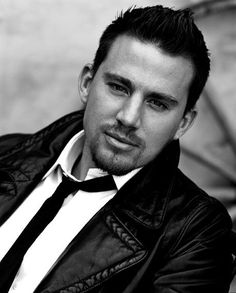Channing Tatum... SO s e x y.