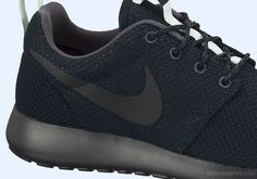 Nike WMNS Roshe Run - Black - Anthracite - Arctic Green - SneakerNews.com