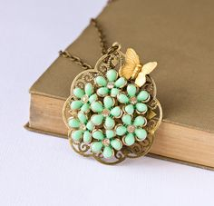 Gorgeous vintage necklace that I would wear every day of my life!