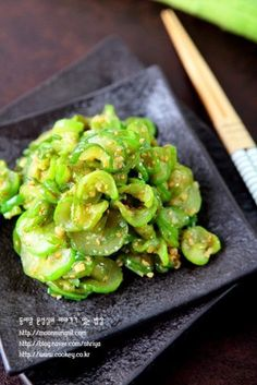오이볶음-아삭아삭 국물을 꽉 짜주는 것이 포인트! 씹는 맛이 참 좋은 오이볶음...^^ : 네이버 블로그 Korean Dishes, Korean Food, K Food, Vegetable Seasoning, Kimchi, Food Plating, Side Dishes, Food And Drink, Pork