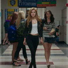 Bella Thorne Movies, Fat Friend, Bella Throne, Gossip Girl Outfits, Beautiful Goddess, Teenager Outfits, Mean Girls, Child Models, The Duff