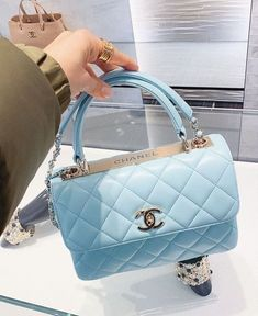 Fashion Handbags, Purses And Handbags, Fashion Bags, Fashion Fashion, Women's Handbags, Chanel Handbags, Trendy Purses, Cute Purses, Luxury Purses