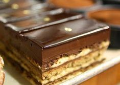 Recepti za najbolje torte i kolače: Fenomenalan Pariski kolač Dessert Bars, Eat Dessert First, Dessert Food, Gourmet Desserts, Sweet Desserts, Sweet Recipes, Food Cakes, Cupcake Cakes, Cake Disney