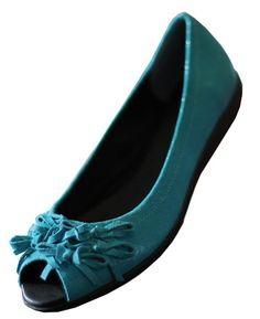 another pair of flats i want. Tall people need cute shoes too! :)