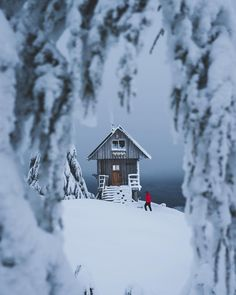 Art of Visuals - Yo its @braybraywoowoo back again with another post! Hiking up to this hut in the dead of winter was absolutely WILD. For a place called the Sunshine Coast it really wasnt very...