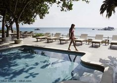 Watch travel videos: NIKOI - Resort and Private Island in Bintan, Indonesia http://destinations-for-travelers.blogspot.com.br/2014/06/nikoi-ilha-privada-em-bintan-indonesia.html