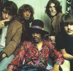 Jimi Hendrix y amigos... El de la izquierda es Eric Burdon (The Animals) El gigante del Blues John Mayall (Bluesbreakers) Jimi Hendrix, Steve Winwood (Traffic) y Carl Wayne (The Move). Fue una jam session que hacían entre colegas...
