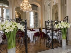 The Lounge Club, a cozy gourmet restaurant.  Nestling beneath the Arcades just opposite the Louvre, the Lounge Club boasts a majestic setting, quality, thoughtful service and fabulous food.