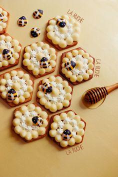 Honey mousse tarts