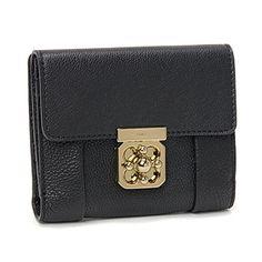信頼できるクロエ【Chloe】エルシー レディース つ折り財布 ブラック激安セール中。機能的なラウンドファスナー式のお二つ折り財布は超人気。シンプルなデザインなので、男女を問わずに長くご愛用いただけます。余計な装飾のないシンプルなデザインは、素材の良さが際立ちます。開閉種別:スナップ内部様式:札入れ×2、カードポケット×6、オープンポケット×2外部様式:ターンロック式ポケット (小銭入れ) ×1 (内側にオープンポケット×1)。