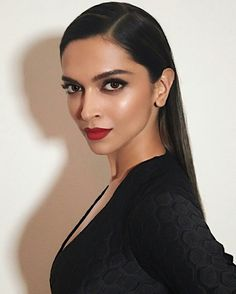 Deepika Padukone the Beautiful Indian Actress. Red Lips Makeup Look, Makeup Looks, Bollywood Celebrities, Bollywood Actress, Bollywood Style, Bollywood News, Bollywood Fashion, Deepika Padukone Makeup, Beauty Makeup