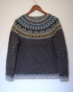 afmaeli sweater (free pattern on ravelry) in lett lopi icelandic wool.