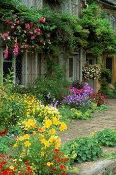 The Malt House cottage garden. Gloucestershire.