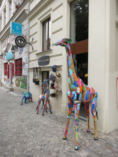 Tallest giraffe made from flip flops in all of Europe in front of www.upcycling-deluxe.com concept store in #Berlin #upcycling #oceansole #flipflopsafari