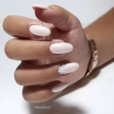 Need some wedding nails inspiration? Here you will find the best nail ideas for your wedding day from simple nail designs to glam. Almond Acrylic Nails, Almond Nails, Pink Nails, My Nails, Nagellack Trends, Bride Nails, Wedding Nails Design, Nagel Gel, Accent Nails