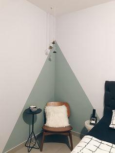 Parede geométrica: passo a passo e 20 ideias para te inspirar (FOTOS) Girl Bedroom Walls, Bedroom Decor, Bedroom Ideas, Wall Decor, Room Wall Painting, Creative Wall Painting, Bedroom Wall Designs, Home Decor Accessories, Cheap Home Decor
