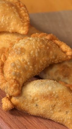 Empanadas Caseras ¡un verdadero manjar! - New Ideas Gourmet Recipes, Mexican Food Recipes, Cooking Recipes, Empanadas Argentinas Recipe, Puff Pastry Recipes, Easy Cooking, Food Videos, Great Recipes, Food To Make