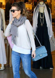 Kate-Beckinsale-Chanel-Classic-Flap-Bag-Light-Blue
