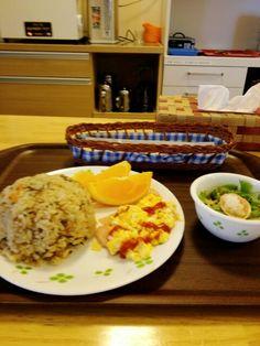 今日のお昼ごはんは炊き込みご飯セットいただいています。