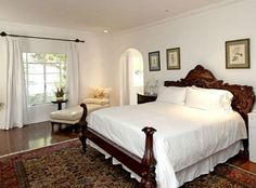 """Love this bed from the real house where """"It's Complicated"""" was filmed 