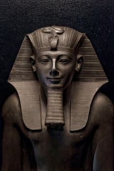 The King Herself What motivated Hatshepsut to rule ancient Egypt as a man while her stepson stood in the shadows? Her mummy, and her true story, have come to light. Ancient Egypt Pharaohs, Ancient Egypt Art, Old Egypt, Ancient Artifacts, Ancient Civilizations, Ancient History, Egyptians, Ancient Egypt Fashion, Art History