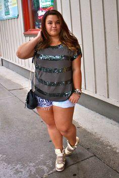 natalie craig, plus size fashion blogger, plus size fashion, chicago fashion, chicago chic, chicago blogger, high waisted shorts, gold embel...