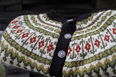 Ravelry: Lillepote's Veme jacket. Beautiful colours!