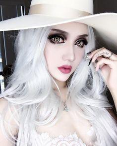 "16k lượt thích, 104 bình luận - KINA SHEN (@kinashen) trên Instagram: ""@blackmagiclashes she-devil eyelashes.✨ @lasplashcosmetics latte confession lipstick. """