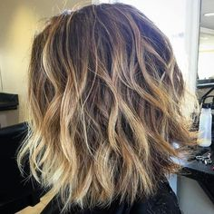 40 of the Best Bronde Hair Options Shaggy Brown Bob With Blonde Highlights The post 40 of the Best Bronde Hair Options appeared first on Haar. Blonde Highlights On Dark Hair Short, Brown Blonde Hair, Hair Highlights, Wavy Hair, Brown Bob With Highlights, Blonde Brunette, Red Hair, Beach Highlights, Chunky Highlights