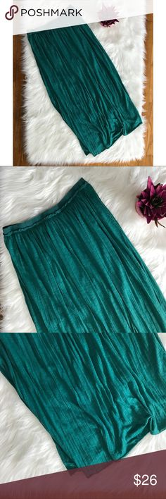 "American Eagle Teal Blue Jersey Pleated Maxi Skirt GUC: Some minor pilling and loose/access threading  100% Polyester  Machine washable  Has an underskirt attached that comes down 17"" The whole skirt is very stretchy but especially the waist  Approximately: 39"" Long 30"" Circumference of waist American Eagle Outfitters Skirts Maxi"