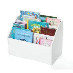 Cette bibliothèque à hauteur d'enfant offre un rangement spacieux pour les livres. Gain de place assuré avec sa forme compacte qui s'adapte aux intérieurs les plus petits. L'enfant range ses livres de face pour un repérage facile. Elle est également très facile à déplacer d'une pièce à l'autre grâce à ses 4 roulettes et sa poignée. L'enfant gagne en autonomie : il a facilement accès à ses affaires et les range tout seul, comme un grand. Il peut également ranger ses dou...