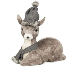 This sitting deer will look gorgeous sitting anywhere in your home! #Christmas #TableDecoration
