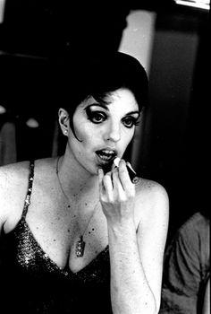 Steve Schapiro :: Liza Minelli (Makeup), New York, 1969  #portrait  #mirror