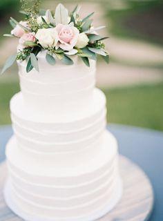 simple wedding cake - photo by Odalys Mendez Photography http://ruffledblog.com/cool-toned-autumn-wedding