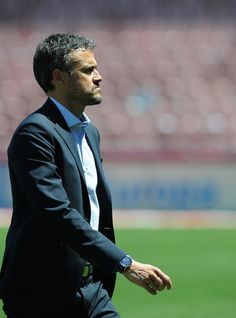 Luis Enrique Photos - Head coach Luis Enrique of FC Barcelona comes off the pitch ahead of the La Liga match between Granada CF and FC Barcelona at Estadio Nuevo Los Carmenes on May 14, 2016 in Granada, Spain. - Granada CF v FC Barcelona - La Liga