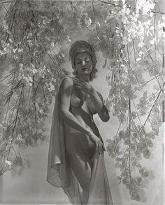 Lisa Fonssagrives, 1939, by Horst P. Horst