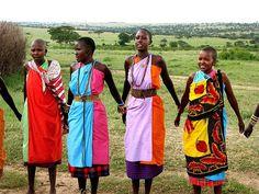 Masai Women in Kenya African Tribes, African Women, African Fashion, African Style, African Art, Traditional Fashion, Traditional Outfits, Tribu Masai, Black Is Beautiful