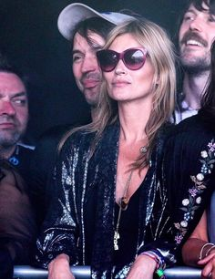Kate Moss viendo Primal Scream - Street Style Glastonbury 2013
