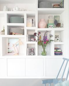 Living room - Look inside at marjoleinbouhuijzen - What a beautiful cupboard. How soon but sweet and atmospheric! Built In Shelves Living Room, Living Room Storage, Room Shelves, Home Living Room, Living Room Decor, Home Room Design, Home Interior Design, Alcove Storage, Happy New Home
