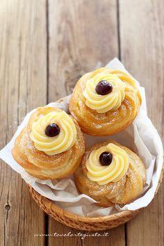Zeppole di San Giuseppe fritte, ma senza unto! Italian Pastries, Italian Desserts, Italian Dishes, Just Desserts, Italian Recipes, Delicious Desserts, Bakery Recipes, Donut Recipes, Sweets Recipes