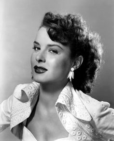 """Born in East Canton, OH, Jean Peters is an American actress who was a Century Fox star in the late and early Jeanne Crain said Peters was """"anything but a party girl"""" and she became one of Hollywood's leading screen sirens. Old Hollywood Stars, Golden Age Of Hollywood, Vintage Hollywood, Classic Hollywood, Hollywood Style, Hollywood Glamour, Hollywood Actresses, Classic Movie Stars, Classic Movies"""