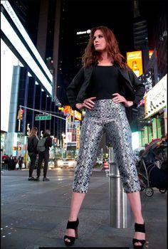 Jessica pants with the Hilton jacket. Fall Winter, Autumn, Work Looks, Straight Cut, Feeling Great, Cut And Style, Skyscraper, Street Wear, Capri Pants