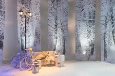 http://asiaweddingnetwork.com/images/what-s-trending/SnowWedding/artificial-snow-winter-wedding-decoration-orient-snow-1.jpg