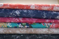 Lubisz jeans? Poznaj go w wersji drukowanej... Jeans drukowany jest bardzo modny od kilku sezonów. Tkanina jeansowa idealnie pasuje na jeansy, kurtki jeansowe, spódnice, koszule, bluzki i płaszcze. Daj się porwać kolorowym motywom i kup ten artykuł w naszym sklepie http://textilecity.pl/tkaniny-odziezowe/jeans.html