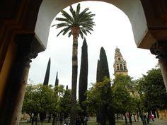 Patio de la Mezquita de Córdoba by http://tupersonalshopperviajero.blogspot.com.es/2013/04/trench-y-botines-con-flecos.html
