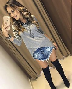 ( ☞ 2017 ☆ BEAUTIFUL GIRL ☆ IN BLUE JEANS WITH HOLES.