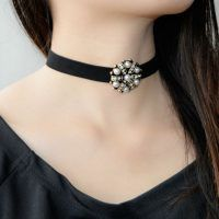 Cheap pendant speaker, Buy Quality pendant necklace scarf directly from China necklace illustrations Suppliers: 2016 New Trend Hot Fashion Jewelry Elegant Black Lace Crochet Small Flowers Choker Necklace For Women Ladies GirlsUSD Leather Pearl Choker, Choker Outfit, Flower Choker, Vintage Pearls, Flower Pendant, Jewelry Accessories, Chokers, Fashion Jewelry, Pendant Necklace