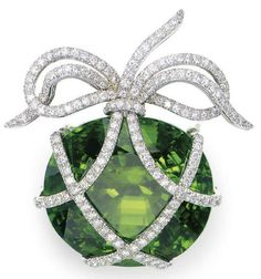 I don't wear many pins, but I love the delicate look of the 'bow' on this Brooch Verdura - Christie's